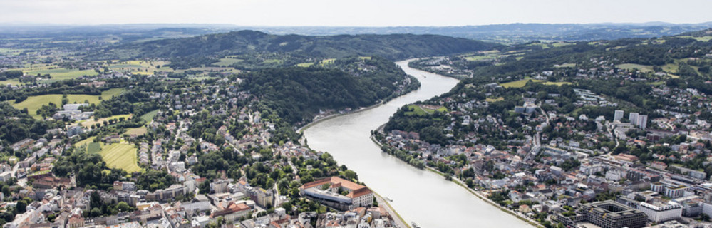 bird view of Linz wilth the danube